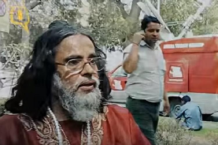 Watch Hindu Mahasabhas Swami Omjee threatens to kill activist for opposing Sri Sri event