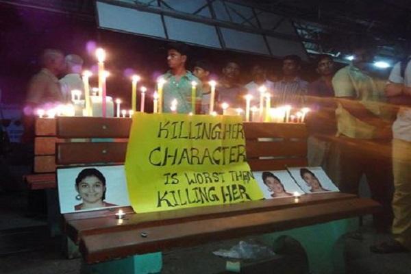 Chennai professionals mourn for Swathi hold candle light vigil at Nungambakkam
