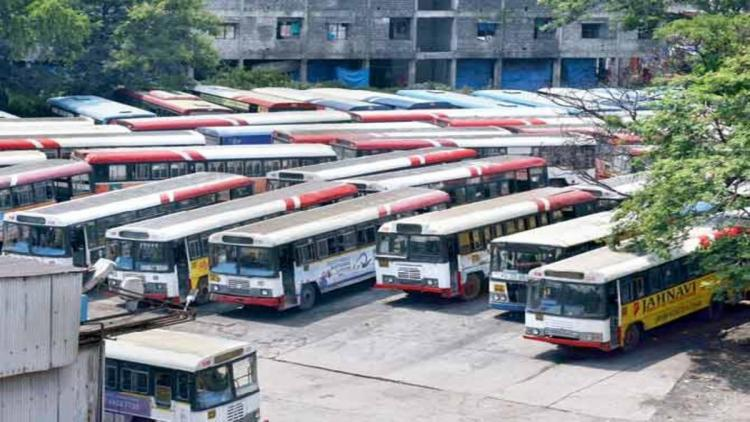 Telangana RTC resumes operations in the outskirts of Hyderabad after 6 months