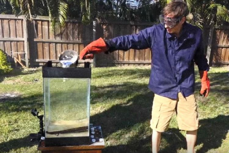 Watch This is what happens when molten aluminium meets Sprite