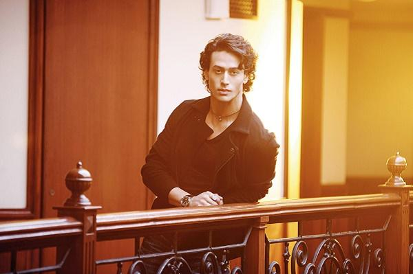 Tiger Shroff wants a village girl who cooks cleans now comes up with an obnoxious defense