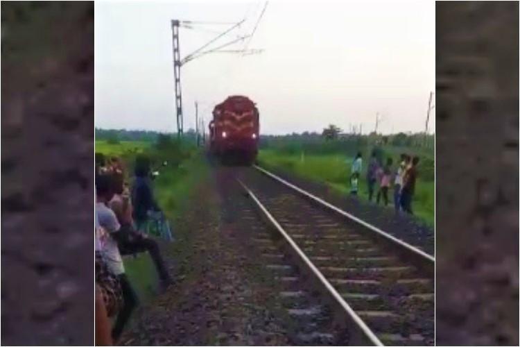 Train engine of Visakha express gets detached from bogeys in Andhra