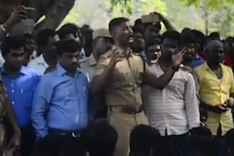 Video Trichy cop sways jallikattu protesters with fiery speech convincing them to leave