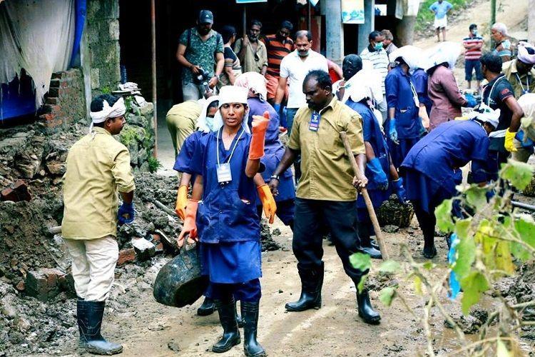 Thiruvananthapuram civic staff travel to flood-hit areas help clean 400 houses