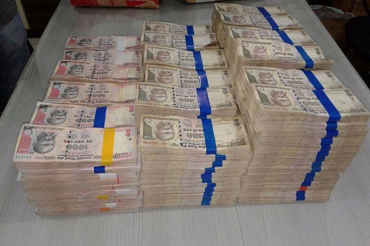 Two held with scrapped notes of Rs 128 crore in Bengaluru