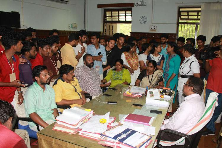 Kerala Uni students gherao Pro-VC over non-release of funds for youth festival