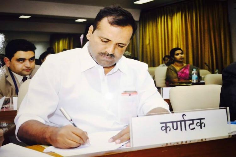 BJP leader likens Ktaka minister Khader to a terrorist he slams comment
