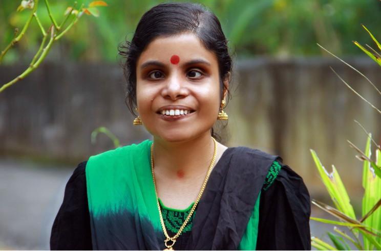 Singer Vaikom Vijayalakshmi to marry mimicry artist Anoop in October