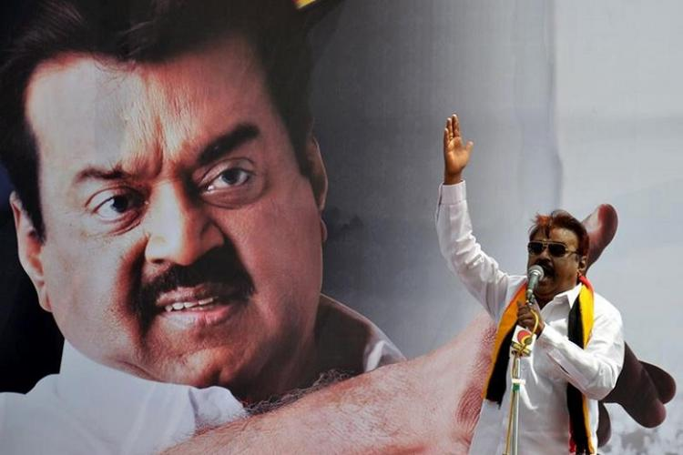 Video Asked if AIADMK will win 2016 Vijaykanth asks What kind of journalist are you thooo