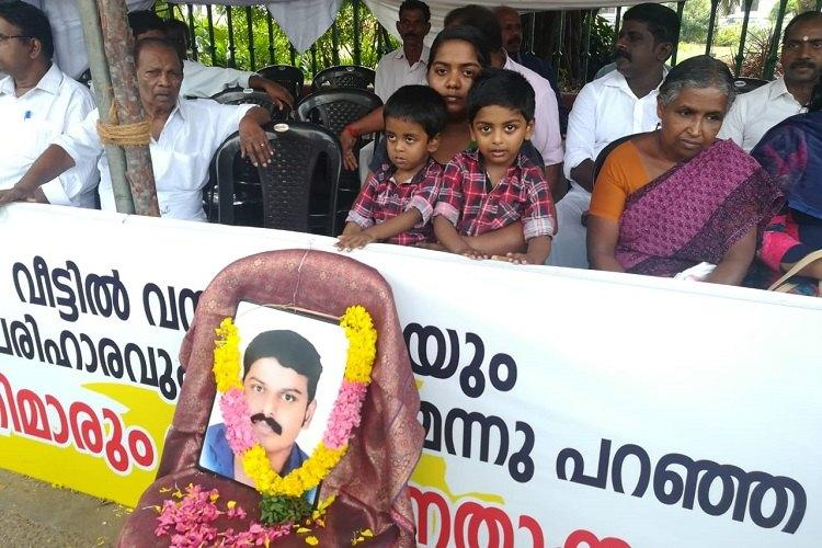 After 10 days of protest Sanal Kumars family gets no reply from Kerala govt