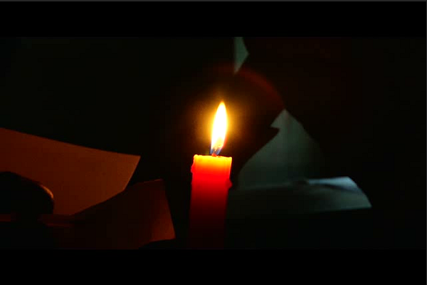 No power in several parts of Kerala and TN on polling day candles to the rescue