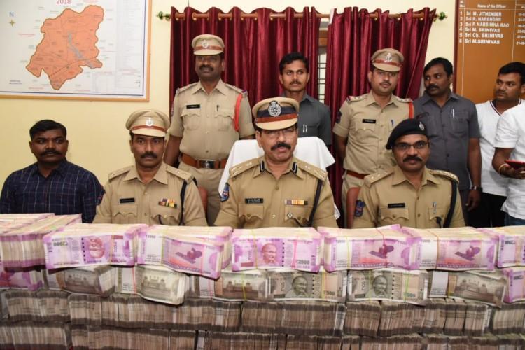 Telangana polls Cops seize Rs 580cr in Warangal arrest 3 persons