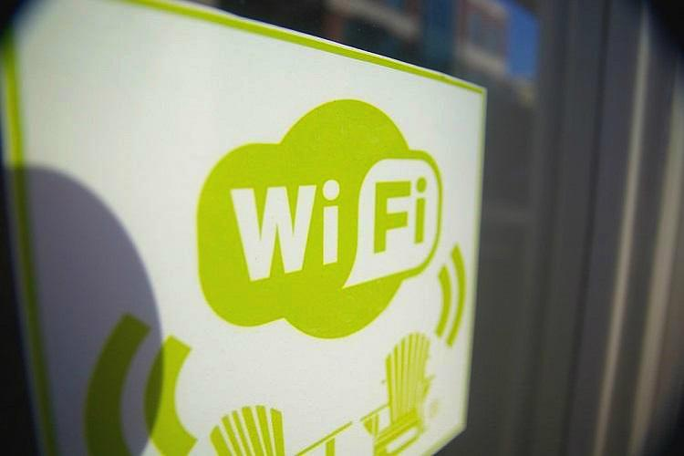 Googles free Wi-fi now at 400 Indian railway stations