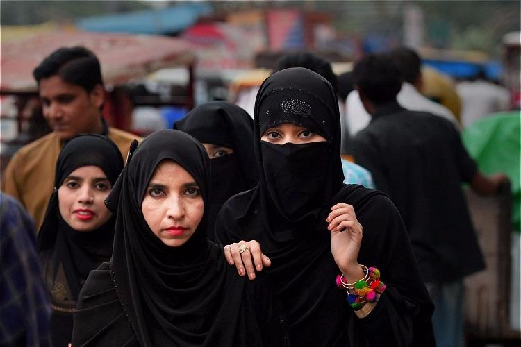 Women can perform Haj without 'Mahram' - Muslim organizations object Modi's plan