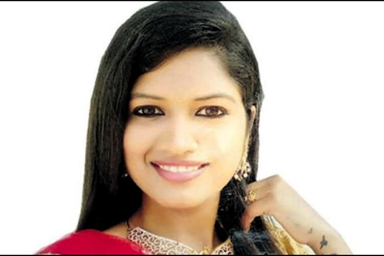 Tamil actor Yashika kills self police looking for her live-in partner