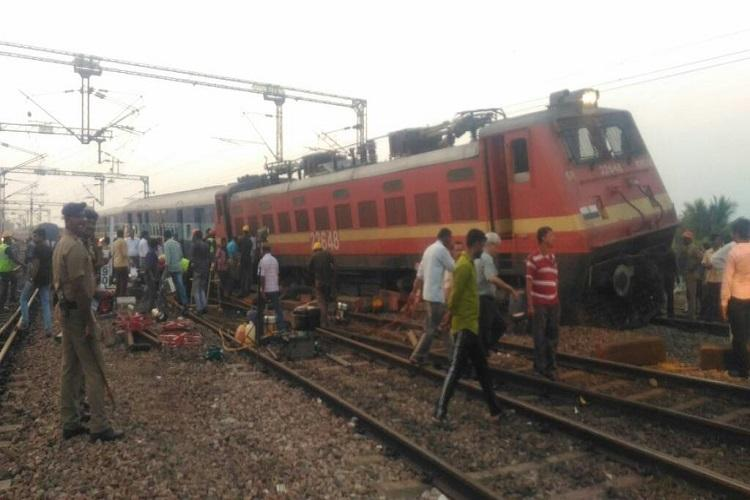 Yercaud express derails in Arakonam no injuries reported education minister among passengers