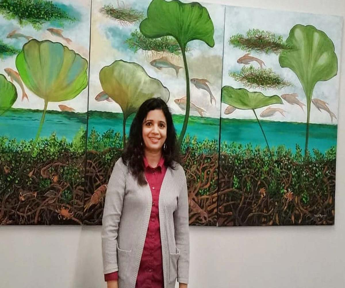 Bindhi in front of her painting at the Lokame Tharavadu show