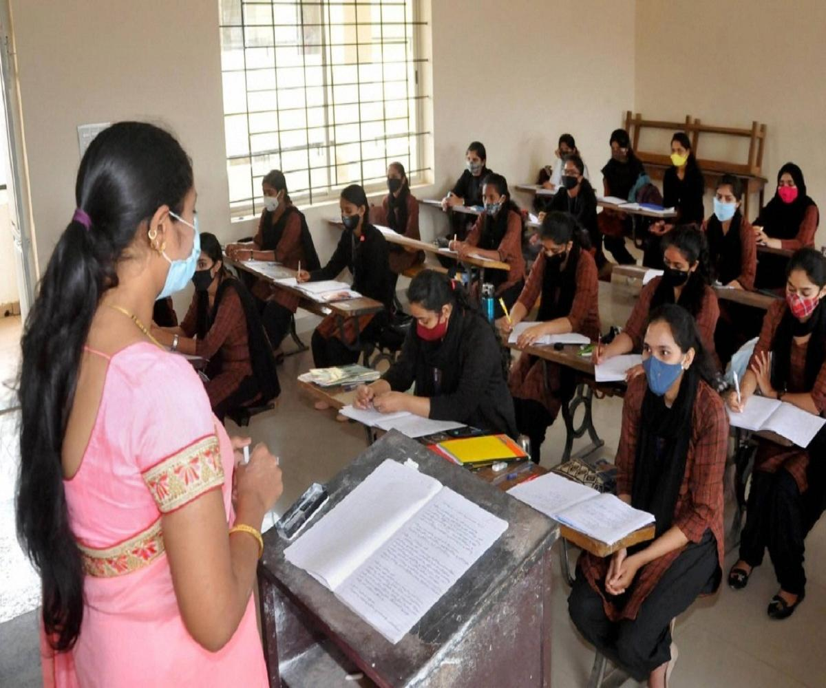 Madras HC orders TN govt to conduct arrear exams online within 8 weeks