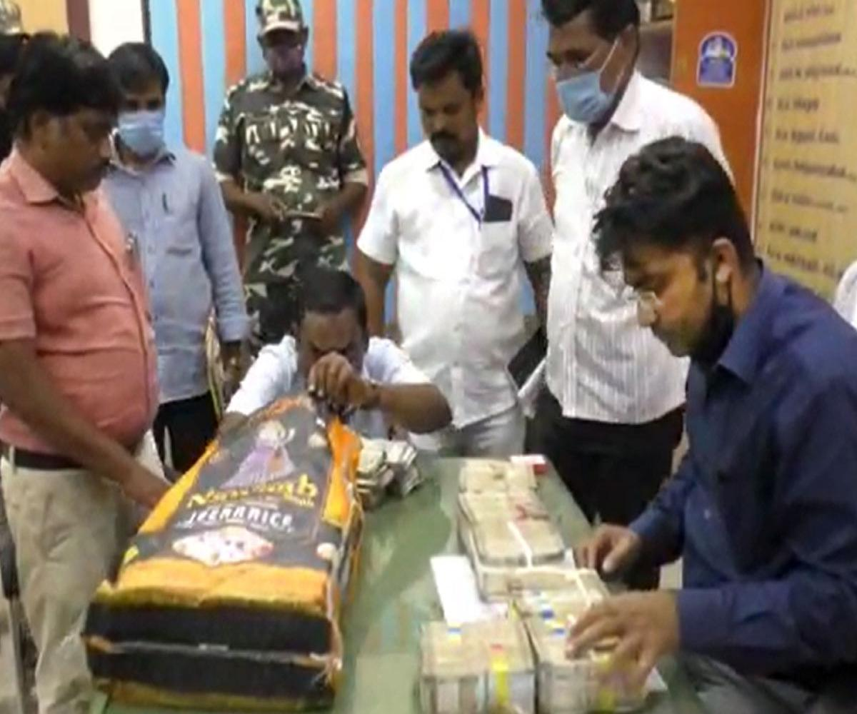 Sack full of Rs 1 crore cash seized by election officials in Tamil Nadu