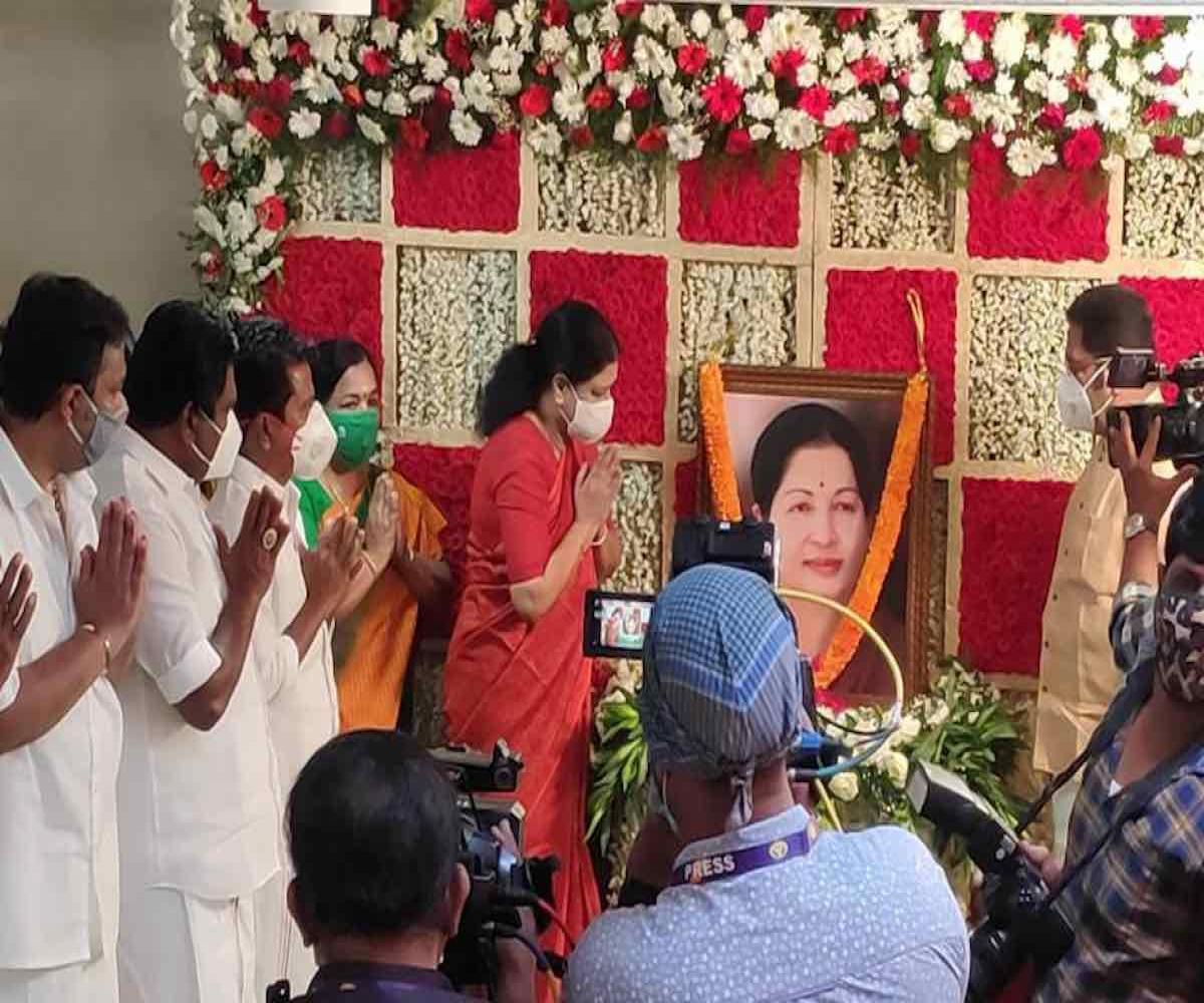 On Jayalalithaa's birth anniversary, Sasikala urges cadre to unite to defeat DMK