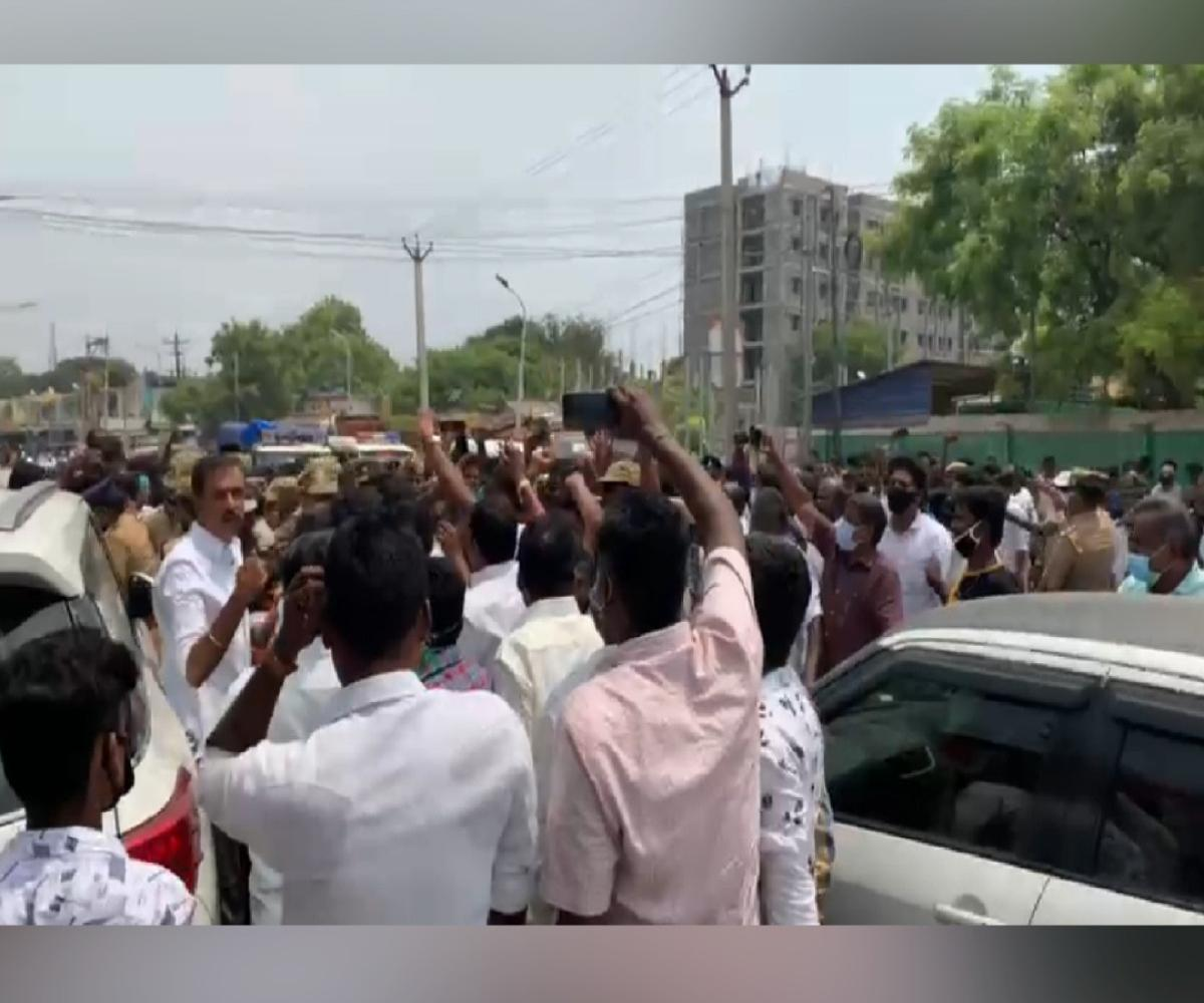 DMK Karthikeya Sivasenapathy's car mobbed by crowd, he files complaint against AIADMK
