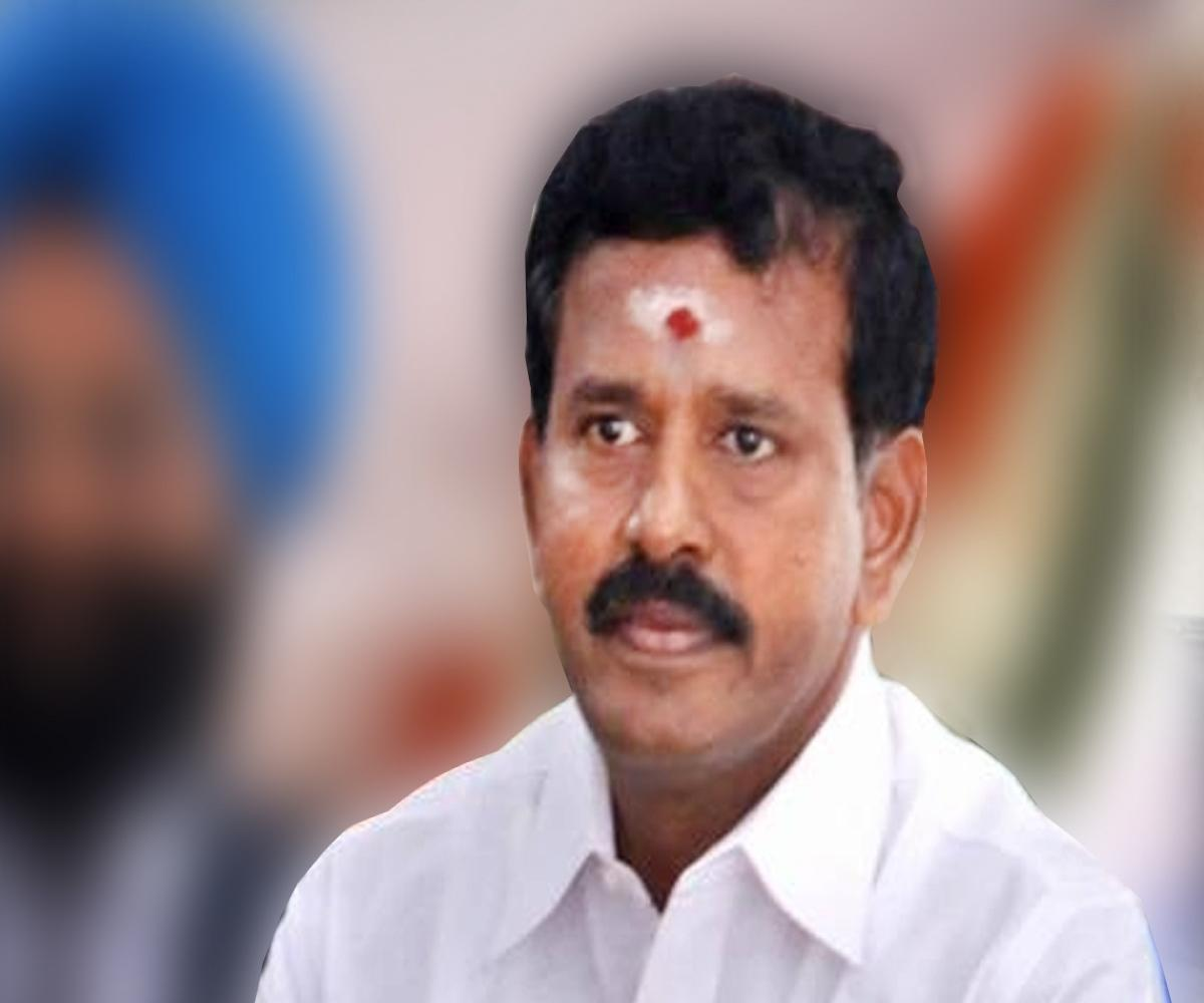 AIADMK expels ex-Minister after he files nomination as an Independent