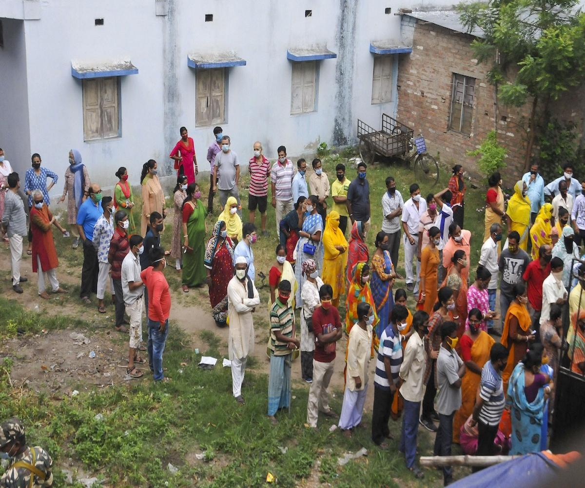 Four killed in West Bengal as CISF open fire on mob during polling
