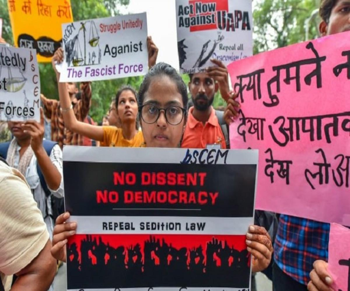 SC to examine constitutional validity of sedition law, seeks Centre's response