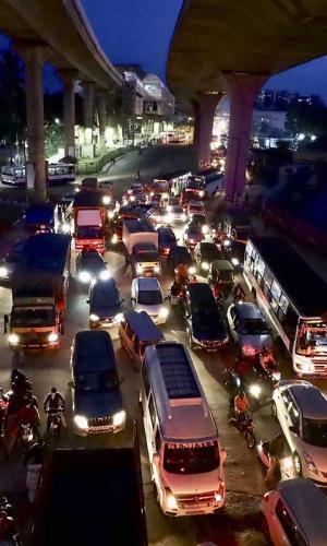 Traffic in Bengaluru at dusk