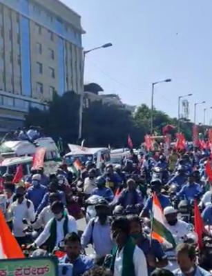Thousands turn up in Bengaluru for tractor parade in solidarity with farmers in Delhi