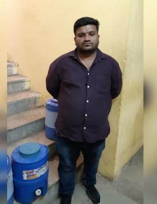 Oxygen cylinders being sold for Rs 1 lakh in Hyd black market, one held