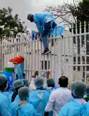 NSUI's flash protest at CM KCR's residence demanding cancellation of exams