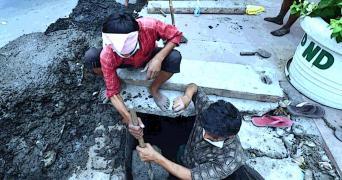 Manual scavenging representative image