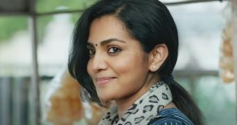 Parvathy in salwar and dupatta in Uyare