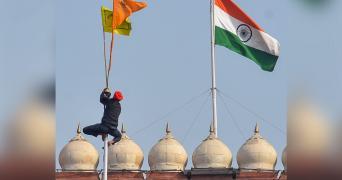 Farmers put Sikh flag in empty pole
