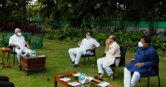 karnataka chief minister in an open lawns meeting with ministers in his cabinet