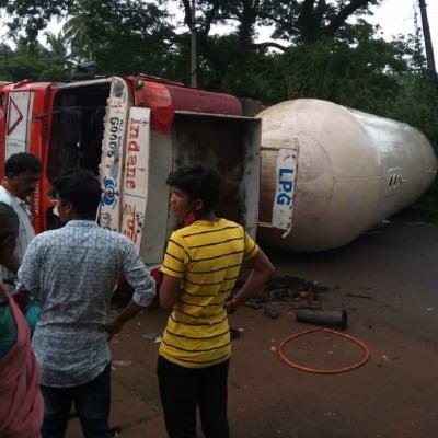 LPG tanker topples on NH 66 in Uttara Kannada, no damage reported