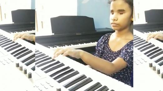 Watch: 10-yr-old's piano performance of 'Thumbi Thullal' impresses AR Rahman