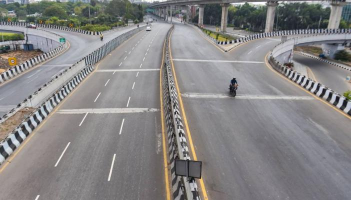 Photo of a deserted road in Chennai during COVID-19 lockdown, 2021