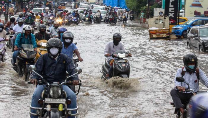 Waterlogged road in Hyderabad'sKarkhana in October 2020