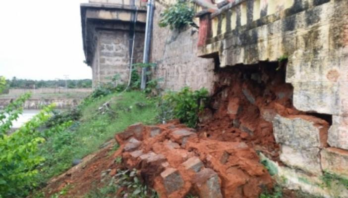The portion of wall that collapsed near KRS Dam which connects to Brindavan Garden