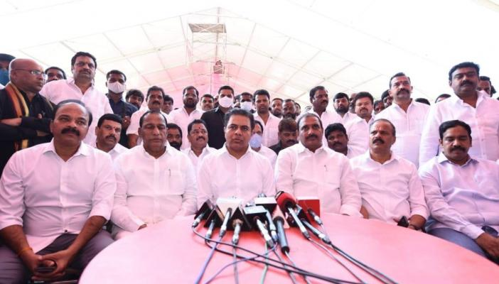 KTR addressing the media with his colleagues in Hitex