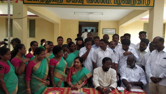 DMK and Cong MPs with people of Pulicat