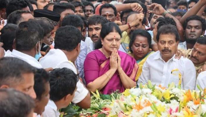 Sasikala visits her long-time friend Jayalalithaa's memorial
