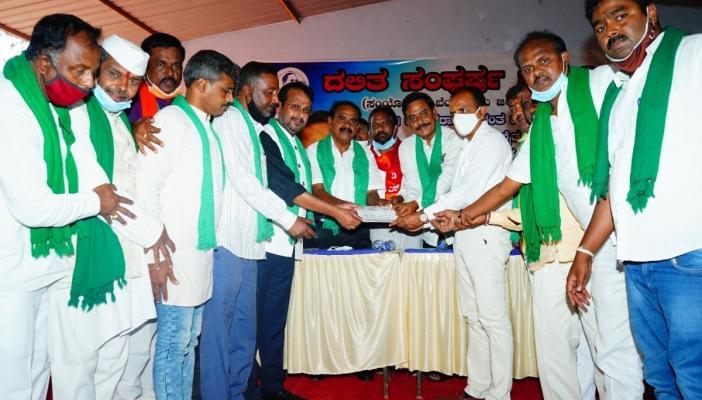 Farmers, Dalit organization sign memorandum