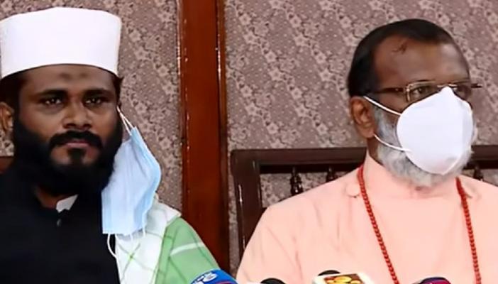 Dr Malayil Sabu Koshy Cheriyan and Thazhathangadi Juma Masjid Imam, Shamsudeen Mannani Ilavupalam at press meet
