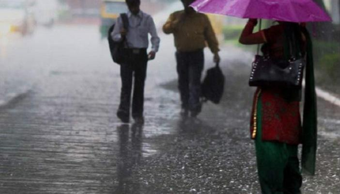 Traffic jams water clogged roads and power cuts as unexpected rains lash Bengaluru