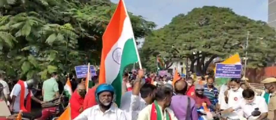 TN farmers' unions, political parties take to the streets against farm laws